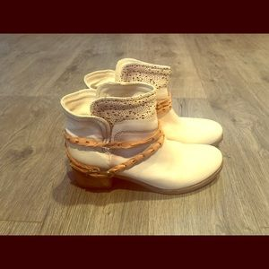 Shoes - Cream ankle boots